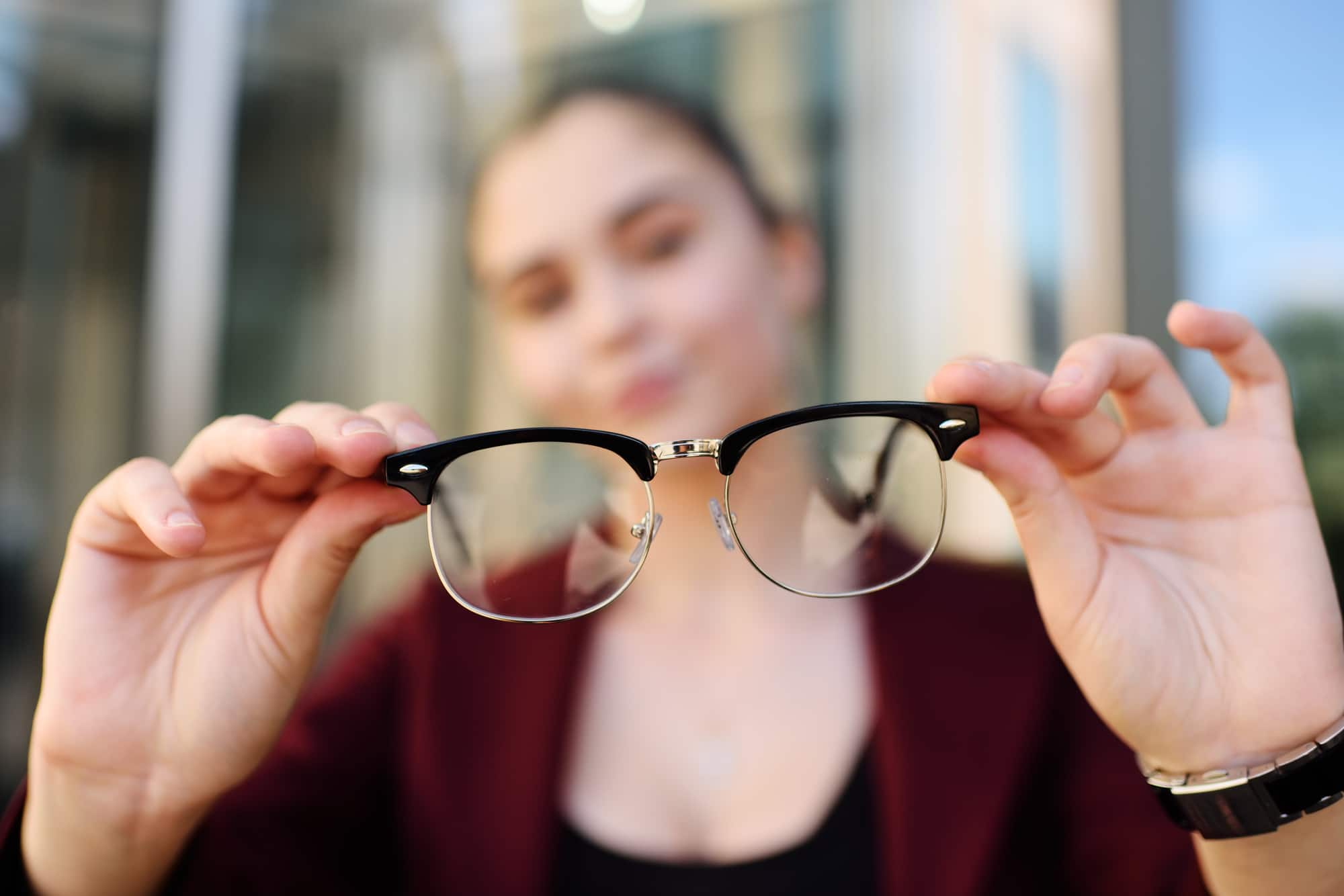 Does Wearing Eyeglasses improve Eyesight?